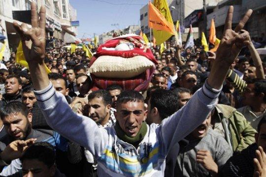 Pekerja Palestina tewas dihantam bus milik Israel