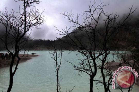 Jalur wisata Ciwidey sempat tertimbun longsor