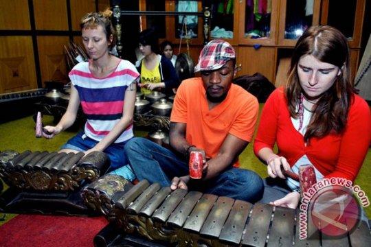 Alumni Darmasiswa di London tampilkan pertunjukan seni Indonesia
