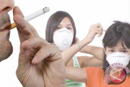 Merokok di mobil bersama anak-anak dilarang di Inggris
