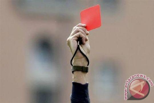 Kartu merah gelandang West Ham Noble dibatalkan