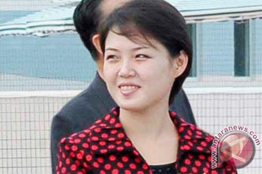 Kim Jong Un ditemani istrinya