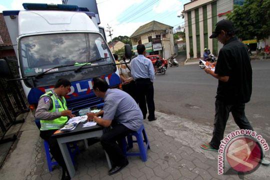 "Polres Garut mencanangkan  ""SIM Keliling Goes To Masjid"""