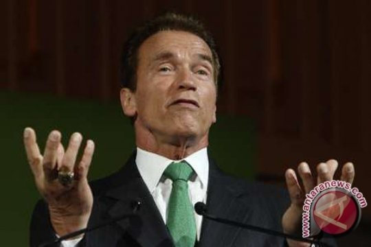 Arnold Schwarzenegger tak akan tuntut pria yang menendangnya