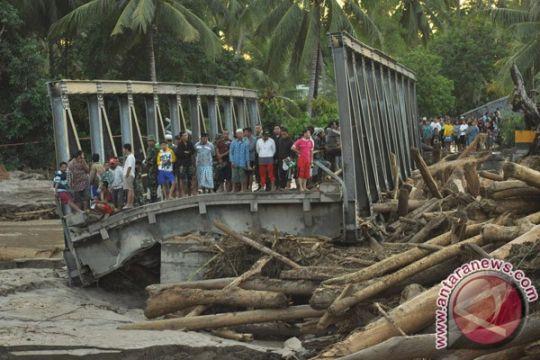 Empat jembatan di Sukabumi putus akibat banjir