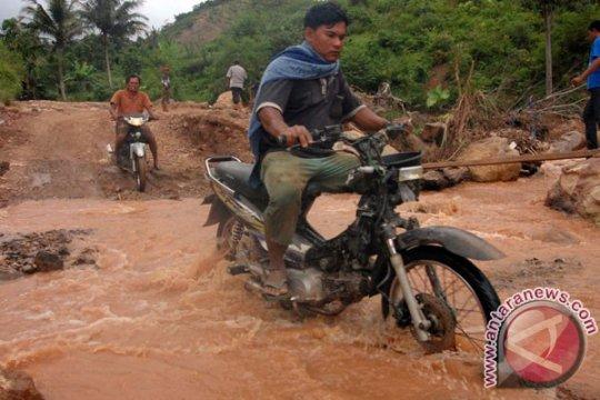 Sejumlah tanggul jebol, banjir kepung Aceh Tenggara