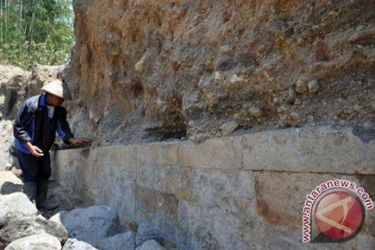 Tim ekskavasi situs Liyangan temukan guci-guci kuno