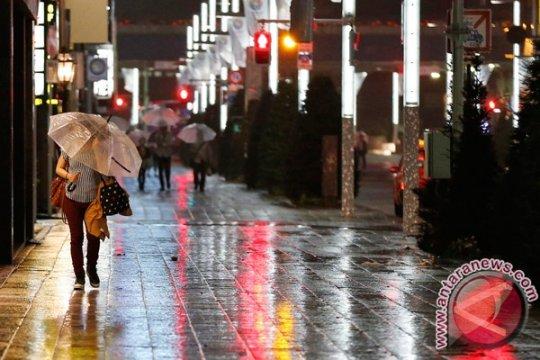 Badai kencang mendekat, Jepang imbau ratusan ribu warga mengungsi