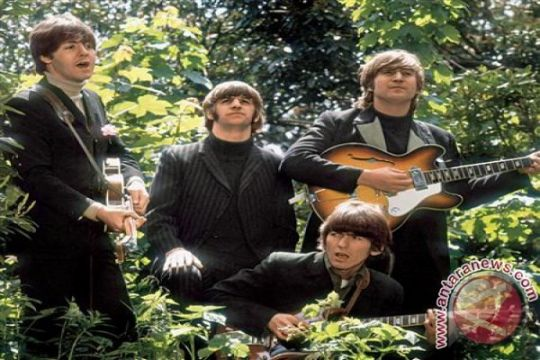 Album bertanda tangan The Beatles dilelang