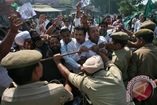 Kematian pria di dalam tahan di Kashmir India picu unjuk rasa