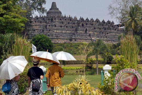 Pengelola Borobudur bagikan ratusan paket sembako