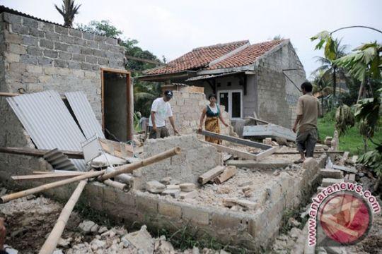 Puluhan rumah di Blitar rusak akibat tanah retak