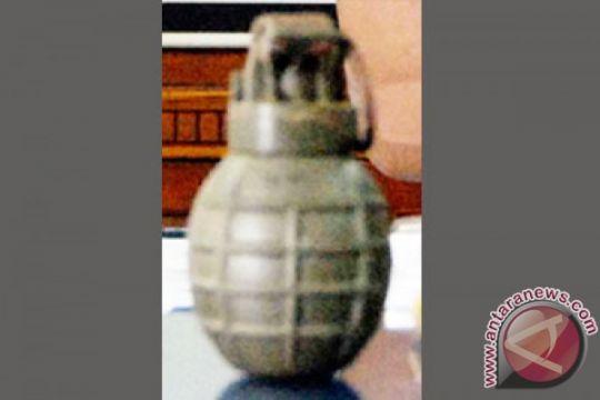 Simpan granat dalam lemari untuk koleksi