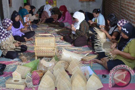 Ekspor anyaman Bali merosot 50,56%