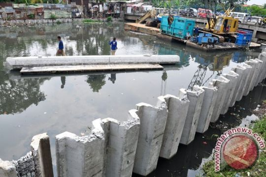BPBD DKI: Sungai Angke siaga dua