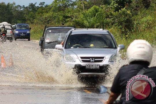 Jalur trans Kalimantan Banjarmasin-Kotabaru normal setelah banjir