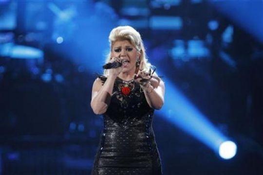 Kelly Clarkson hamil anak pertama