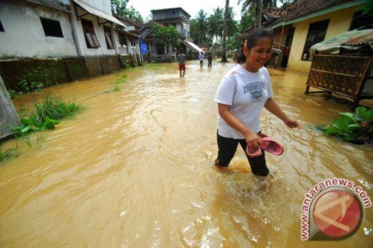 Ratusan rumah di Padang tergenang banjir