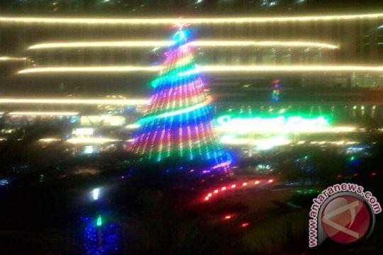 Pohon Natal raksasa hiasi mal di Jakarta