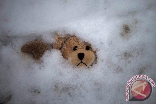 Dua anak tewas terjebak longsoran salju di Ural