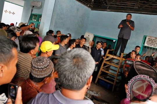 SBY prihatin kebersihan kampung nelayan