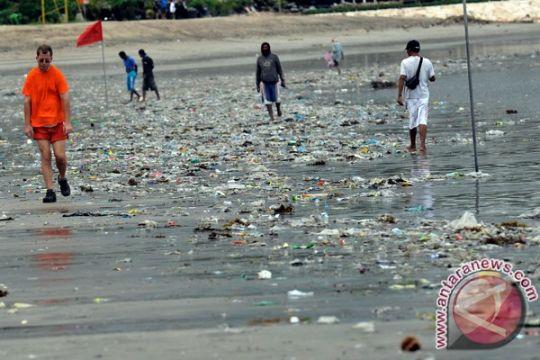 1,3 juta ton plastik kemasan rusak lingkungan