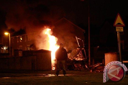 Polisi di Irlandia Utara dilempar bom