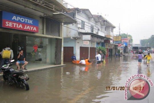 Jalan Otista, Kampung Melayu masih terendam