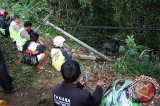 Dua pemudik tewas, mobilnya masuk jurang di Tasikmalaya