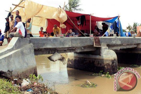 Stok beras bantuan korban banjir Karawang menipis