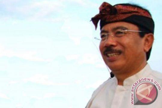 Pemkab Karangasem bantu korban gelombang pasang