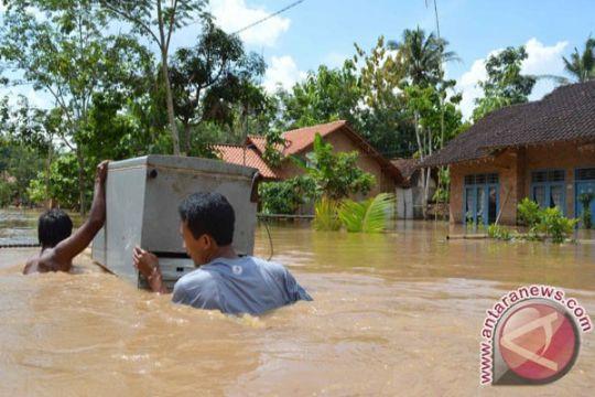 Banjir bandang hanyutkan sembilan rumah warga Sumsel