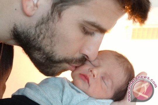 Shakira bahagia menjadi ibu menyusui