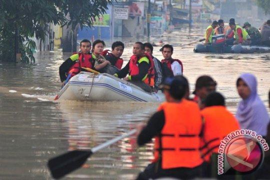 Warga Kota Bekasi panik hadapi banjir susulan