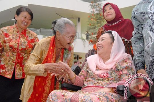 """Sinta Nuriyah Wahid dapat """"Lifetime Achievment Award"""""""