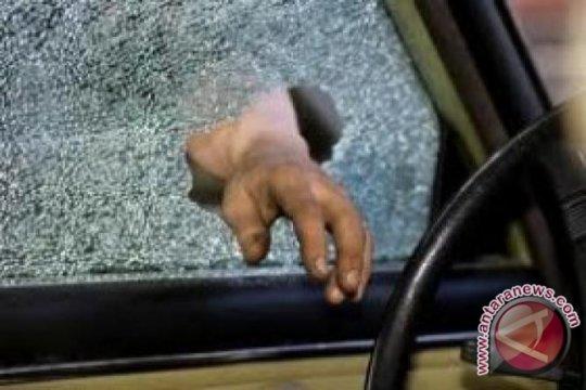Pencuri spesialis pecah kaca mobil ditangkap polisi di Kebon Jeruk