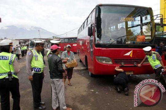 Petugas Cianjur jaring 20 bus tidak layak jalan