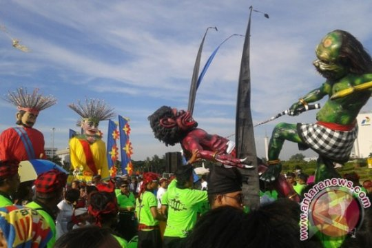 Ondel-ondel ramaikan parade ogoh-ogoh di Monas
