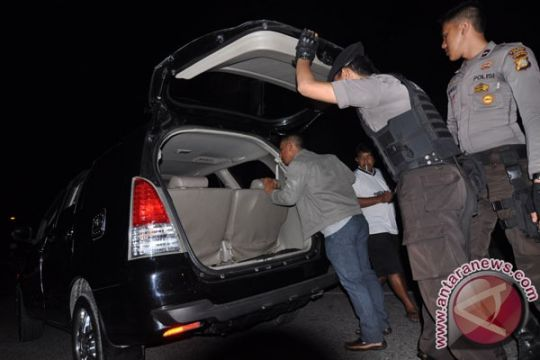 Polisi razia kendaraan di perbatasan Jateng-Jabar