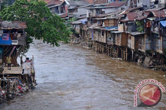 Dua rumah rusak berat akibat longsor di Indragiri Hilir