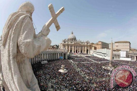 """Kepala komunikasi Vatikan mundur tersandung skandal """"lettergate"""""""