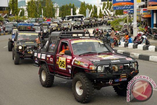 """150 """"offroader"""" jelajahi Aceh dan Sumut"""