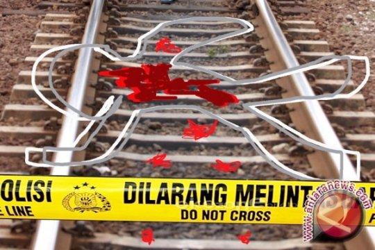 Wanita tewas tabrakkan diri di perlintasan kereta Angke