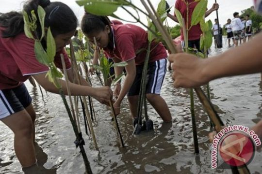 Pejabat dan pelajar Ponorogo peringati Hari Bumi