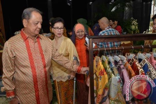 Diplomat Singapura kagumi batik dan tenun Indonesia