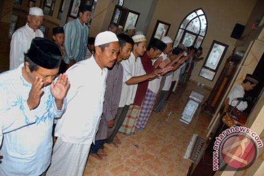 Umat Islam Temanggung shalat gerhana bulan