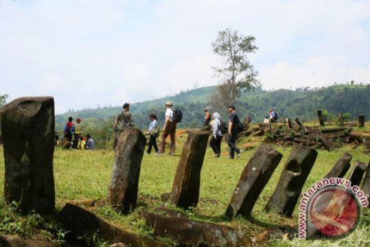 Sisi barat Gunung Padang rawan longsor