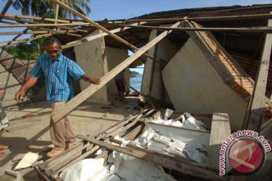 30 rumah di Pesisir Selatan rusak akibat abrasi