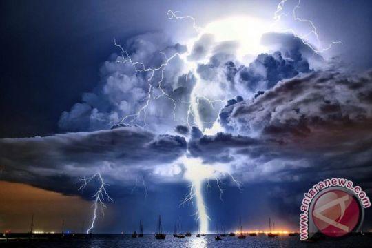 Maskapai penerbangan diminta waspadai awan cumulonimbus