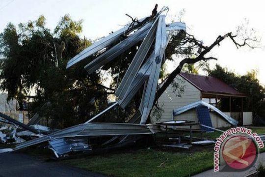 Orang hilang tersedot tornado ditemukan selamat